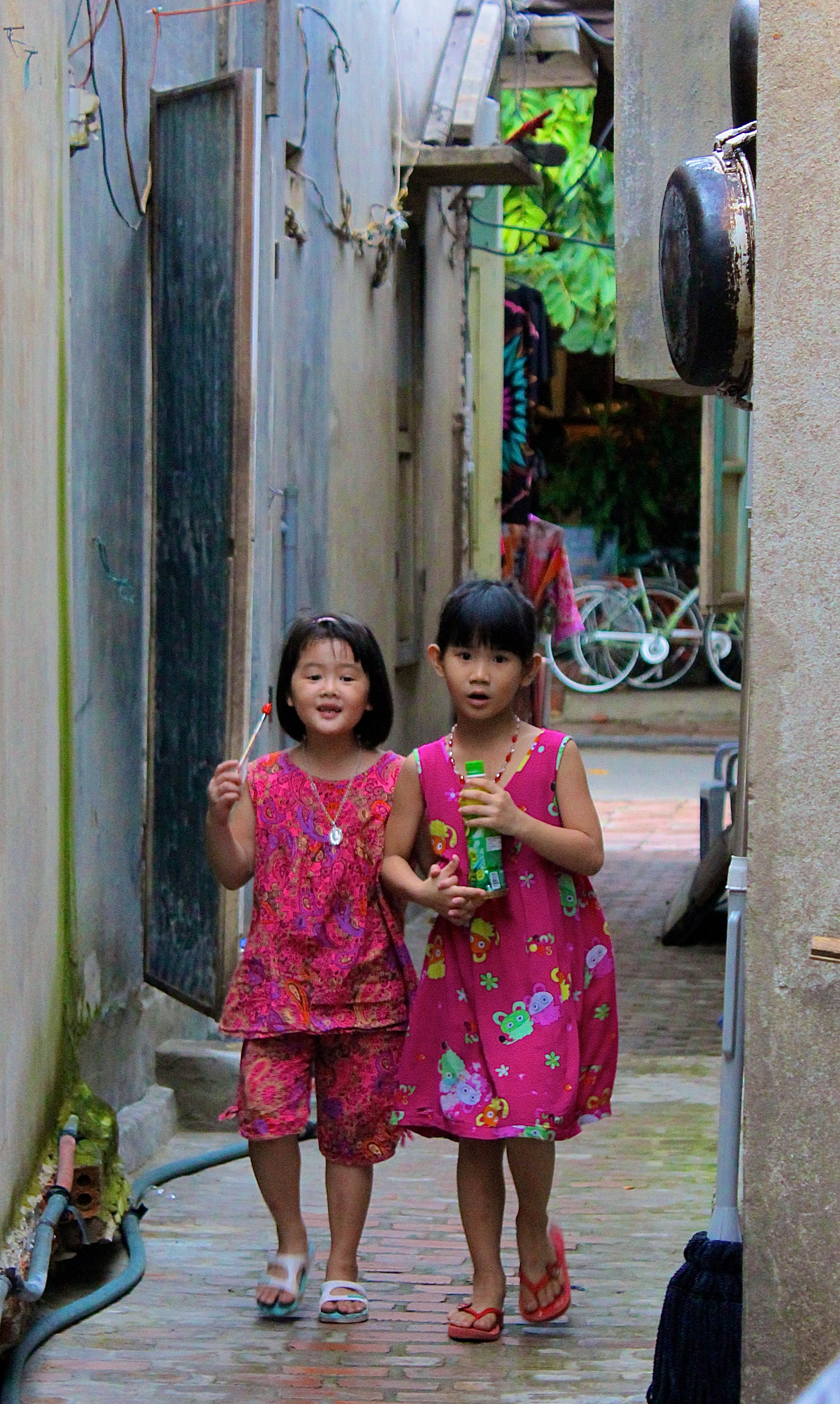 In the many back lanes of the Ancient Town of Hoi An, a quiet domestic life prevails (Vietnam) © Nisha D'Souza and Isheet Sumra