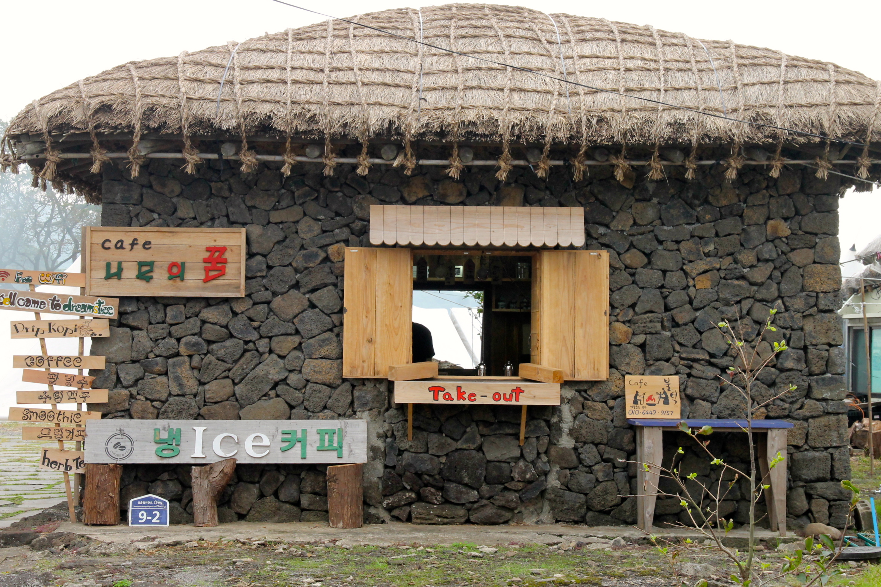 Even modern take-away restaurants in Seongeup folk village are built in the traditional style. © Nisha D'Souza