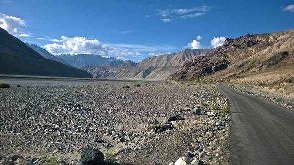 Road out of Nubra Valley © Nisha D'Souza